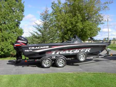 Tracker boat for sale from walleyes inc for Walleye fishing boats for sale