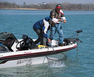 Tommy Skarlis Wins Detroit River PWT with Walleyes Inc boat