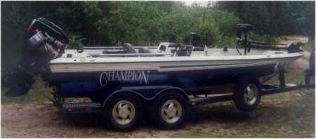 Charlie Johnsons 1998 Champion 194 Fish Hunter