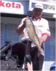 Dave Truett of Lowell Indiana wityh the Bas Pro Shops big fish